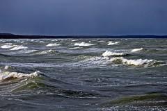Sonnenstrahlen auf den Wellen (lt_paris) Tags: urlaubinbinz2018 binz rügen himmel wolken sonne wellen schaumkronen ostsee meer gischt seebrücke