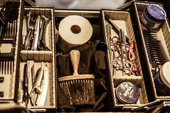Tag 08 - Fotoaktion - 35 Tage x 35 mm (Gitta Martin) Tags: sonyalpha57 35mm vintage friseur haareschneiden handwerk scheren bürste papier messer