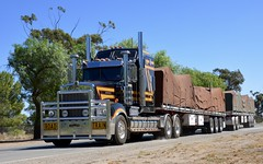 Dawsons (quarterdeck888) Tags: trucks transport semi class8 overtheroad lorry heavyhaulage cartage haulage bigrig jerilderietrucks jerilderietruckphotos nikon d7100 frosty flickr quarterdeck quarterdeckphotos roadtransport highwaytrucks australiantransport australiantrucks aussietrucks heavyvehicle express expressfreight logistics freightmanagement outbacktrucks truckies dawson dawsons kenworth flattop roadtrain kenwortht950 t950 limitededition legend950 kenworthlegend limitededitionkenworth aero1 tarps