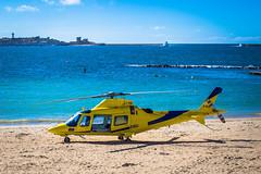 Hélicoptère en intervention - Biarritz (pilou.basco) Tags: hélice hélicoptère hélico avion aviation ciel sky bleu blue jaune yellow plage beach intervention sea summer été canon eos 6d 50mm france french 2017 biarritz