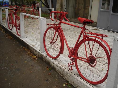 Велосипеды в качестве ограждения ©  ayampolsky