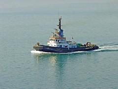 Egypte, le Canal de Suez, l'un des remorqueurs pour notre sécurité (Roger-11-Narbonne) Tags: canal suez egypte bateau