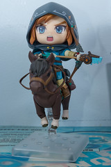 DSC_7740 (Quantum Stalker) Tags: nintendo breath wild switch link figure nendoroid deluxe dx weapons sheikah slate accesories bow arrow axe hood