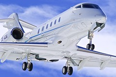 SMV/LSZS: Bombardier Challenger 300 (BD-100-1A10) OK-AOA (Roland C.) Tags: engadin stmoritz samedan airport smv lszs aircraft airplane bombardier cessna bd1001a10 okaoa bombardier300 challenger