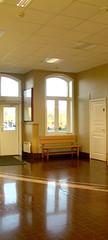 Waiting room, Station Hønefoss (Bergen Line) (Multerland.........) Tags: nsb bergenline bergensbanen railroad oslo bergen october18 2017 waitingroom sunlight autumn blueskies yellowbuilding norgesstatsbaner jernbaneverket jernbanen