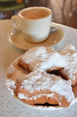 Beignets & Cafe au Lait (jpellgen (@1179_jp)) Tags: cafedumonde frenchquarter frenchmarket beignets beignet cafeaulait coffee chicory food foodporn southernfood creolefood la lousiana south southern usa america travel nikon d7200 sigma 1770mm 2018 march nola no neworleans cajun creole bayou