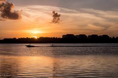 Seul au monde (Hélène Baudart) Tags: coucher soleil mer caraibes skinautique mexique