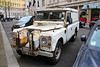 Stark contrast: rugged adventure mixes with sumptuous luxury (Canadian Pacific) Tags: london england english uk great britain british unitedkingdom city centre center land rover classic car auto automobile allwheel drive awd 2017aimg2065 whitehallct whitehallcourt royalhorseguards hotel mae849l 2 sw1 rugged