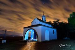 Donde andan los fantasmas !! (alfredo2057) Tags: alfredo senderismo estrellas casa iglesia nublado largaexposicion noche nikon luz color navarra nocturna invierno monte pueblo cielo campo