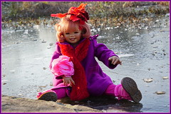 Sanrike ... eiskalt erwischt ... (Kindergartenkinder) Tags: kindergartenkinder annette himstedt dolls gruga grugapark essen sanrike kostüm hut
