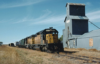 CNW 6843 Passing the Elevator at Kilgore, NE October 7, 1991