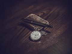 (dyfuzor 1) Tags: watch desk space nikon 50mm nikkor