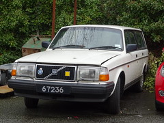 1993 Volvo 240 (Neil's classics) Tags: vehicle car wagon estate
