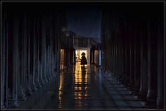 La festa è finita ... (Gio_guarda_le_stelle) Tags: carnival venice venise venezia carnevale maschera mask tristezza nostalgia alba freddo mattino