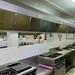 Cocina de la escuela con los alumnos en faena