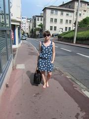 (roland_travelingue) Tags: barefootgirl barefootinthestreet barefootoutdoor dirtysoles dirtyfeet barefootinawetstreet