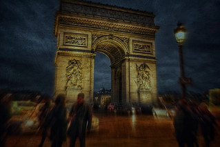 the triumphal arch by night......