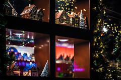 Panes (Melissa Maples) Tags: münchen munich deutschland germany europe nikon d3300 ニコン 尼康 nikkor afs 50mm f18g 50mmf18g winter marienplatz night christmasmarket holidays christmas christkindlmarkt market weihnachtsmarkt decorations vendor window