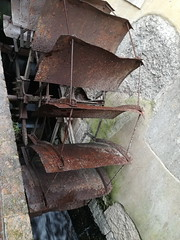 Watermill Wheel [Borghetto Sul Mincio - 18 February 2018] (Doc. Ing.) Tags: 2018 borghettosulmincio valeggiosulmincio valeggio verona vr mincio veneto nordest italy mills metal iron rust rustymetal detalhesemferro irondetails watermill watermillwheel