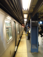 201803039 New York City subway station 'Fulton Street' (taigatrommelchen) Tags: 20180309 usa ny newyork newyorkcity nyc manhattan financialdistrict central perspective icon urban railway railroad mass transit subway station tunnel train mta r160