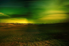 Senza titolo. (Enzo Ghignoni) Tags: colori cielo campi prati luce erba case toscana