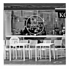 ice cream (japanese forms) Tags: ©japaneseforms2018 ボケ味 モノクロ 日本フォーム 自転車 黒と白 bw battles blackwhite blackandwhite blancoynegro candid icecream ijsje monochrome random schwarzweis speiseeis square squareformat strasenfotografie straatfotografie streetphotography vlaanderen zwartwit