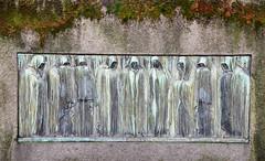 Nine mourners - verdigris plaque on a grave (Monceau) Tags: nine mourners verdigris relief metal plaque gravestone cimetièredumontparnasse brewalpha