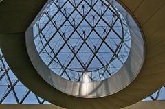 under  the piramid  of  Louvre (Tayon) Tags: paris louvre nikon d40 nikkor1855mm arquitetura architeture