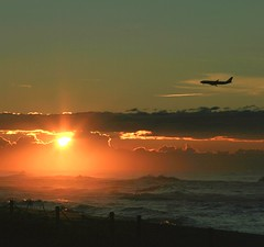 First light...🌅 (carlesbaeza) Tags: sunrise sun landscape beach mar avion amanecer flight playa sea ngc travel