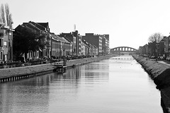 Kanaal Leuven-Dijle (just.Luc) Tags: kanaal canal kanal mechelen malines water wasser eau vlaanderen flandres flanders belgië belgien belgique belgica belgium europa europe bn nb zw monochroom monotone monochrome bw houses huizen maisons häuser bridge pont brug brücke