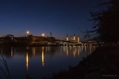 Reflejos de la ciudad (tonygimenez) Tags: agua noche nocturna ciudad reflejos luces catedrales puente rio arcadas canon aragon zaragoza