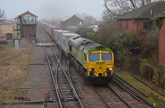 A misty morning at March sees Freightliner - Shanks liveried 66522 approach with the Felixstowe North - Doncaster Intermodal service. 20 12 2017 (pnb511) Tags: freightliner class66 cambs eastanglia track loco locomotive intermodal train engine points signalbox