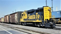 Santa Fe GP30 locomotive with the Redlands local ready depart San Bernardino yard in 1978 4560 (Tangled Bank) Tags: old classic heritage vintage fallen flag north american train trains railway railways railroad railroads equipment atsf santa fe gp30 locomotive with redlands local ready depart san bernardino yard 1978 4560