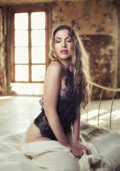 Ania López (Pablo Cañas) Tags: anialópez model modeling modelingfashion modelo belleza beautiful sensual sexy sensuality hair light lighting lingerie boudoir boudoirphotography cama body pose posing portrait portraiture