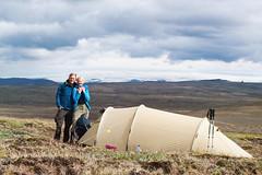 Hofsjökull (~janne) Tags: europa mann hofsjökull menschen zelt frau kamera natascha e520 janne island eis kjalvegur gletscher umwelt natur berge glacier icland camp camping environment europe olympus tent woman