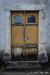 La Prade, Bize (Ivan van Nek) Tags: bize hautespyrénées france d775 occitanie midipyrénées frankreich frankrijk doorsandwindows deur tür porte nikond7200 nikon d7200 decay peelingpaint yellow