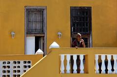 Cape town Bo Kaap South Africa_5654 (ichauvel) Tags: bokaap rue street femme woman portrait maison house balcon balconny capetown lecap afriquedusud southafrica voyage travel exterieur outside
