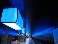 U-Bahnhof Hafencity Universität (madbesl) Tags: hamburg deutschland germany europa europe hafencity ubahn ubahnof hafencityuniversität ubahnhofhafencityuniversität modern beleuchtung olympus omd em10 m10 omdem10 zuiko1250 train station underground metro subway