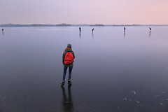Samantha enjoys the wide view over the icy lakes of Terra Nova (B℮n) Tags: loenderveenseplas loenderveense plas loosdrechtse plassen oudloosdrecht horndijk noordholland nederland holland netherlands skating ice schaatsen noren viking 2018 3maart2018 koud temperatuur vorst zwart ijs glad ijspret winter dutch skaters freeze terranova natural cold speed gekte paradise surface lakes glide gliding adventure schaatsliefhebbers vaarverbod water brasem wide skate weather weer plezier fun oud jong weids icy 50faves topf50 100faves topf100