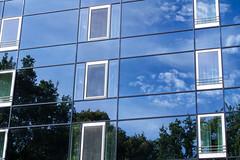 Facade (KPPG) Tags: hannover facade fassade blue blau spiegelung reflection deutschland germany 7dwf crazytuesdaytheme prettyinblue ctt sky wolken