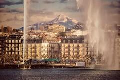 Genève - le jet d'eau le Môle (montagne) et le quai Gustave-Ador - variante 2 (olivierurban) Tags: genève geneva suisse swiss lac lake jetdeau fountain sonyilce6000 e55210mmf4563oss