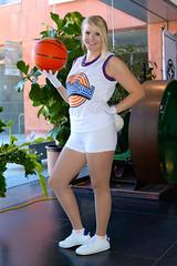 Lola Bunny SpaceJam (mouseart005) Tags: lolabunny spacejam bugs bunny looneytunes toonsquad kitchener comiccon blonde girl basketball cartoons michael jordan 90s cosplay kwcomicon2018 ontario