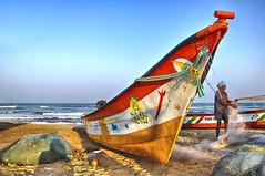 Mahabalipuram (Docaron) Tags: inde india tamilnadu தமிழ்நாடு mahabalipuram mamallapuram coromandel barque bateau pêcheur plage mer dominiquecaron côte grève littoral marine rivage borddemer beachfront seaside seashore foreshore playa embarcation boat ship embarkation மகாபலிபுரம்