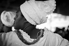 © monica silveira (© monica silveira | fotografia) Tags: filhadesanto bahia nikon nikkor mulher bembédomercado sto amaro pb tradição povo religião