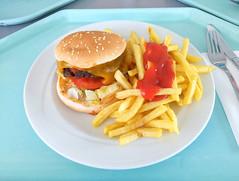 Double cheeseburger with bacon, salsa sauce & french fries / Doppelter Cheesburger mit Bacon, Salsasauce & Pommes Frites (JaBB) Tags: burger cheeseburger bacon salsasauce ketchup frenchfries pommesfrites food lunch essen nahrung nahrungsmittel mittagessen kantine betriebsrestaurant