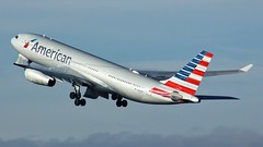 N287AY (AnDyMHoLdEn) Tags: americanairlines a330 oneworld egcc airport manchester manchesterairport 23r