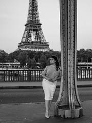Pont de Bir-Hakeim (Nathanaël Photo) Tags: 75015 cheveuxbruns cheveuxlongs france jupe mademoisellechérie modèle paris parisbyelles pontdebirhakeim uneseulefemme