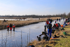 De Vrijstaten in de winter (B℮n) Tags: overijssel skating ice overijsselse merentocht weerribbenwieden plassen cold realfeel national park frozen lakes winter weather skate speed skaters windy temperature snow natural surface naturalice nature reserve netherlands iceskating tour skater child thick smooth viking holland sport season frigid elfstedendtocht wetland lake natuurijs wilderness glas ijs ijspret dutch freeze giethhoorn ronduite sint jansklooster belt schutsloot giethoornse meer schaatsen schaatsgekte schaatstocht chill extreme strongwind kalenberg ossenzijl riet grassland grass reed waterways berk berkenboom birchtree weerribben