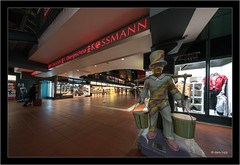 Hamburg Hauptbahnhof, Sony A7RII with Voigtlander Heliar-Hyper Wide 10mm f/5.6 Aspherical (Dierk Topp) Tags: a7rii a7rm2 hh ilce7rii ilce7rm2 sonya7rii voigtlanderheliarhyperwide10mmf56aspherical architecture hamburg sony superwide