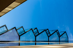 Jours paisibles / Quietful days (fidgi) Tags: levalloisperret architecture abstract abstrait graphic graphique ombre shadow light lumière ciel sky bleu blue violet canon canoneos5dmk3 tamron reflet reflection